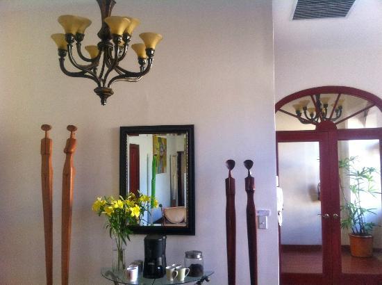 Casa Sucre Boutique Hotel: Graceful Art in Livingroom