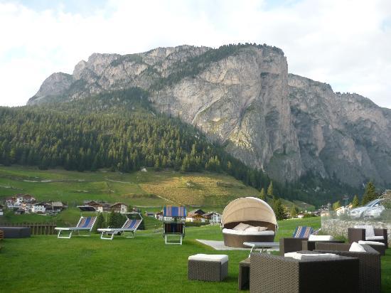 Hotel Miravalle: vista dalla zona relax esterna dell'albergo