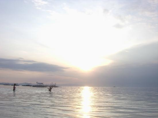 Bolod Beach Resort: Sunrise