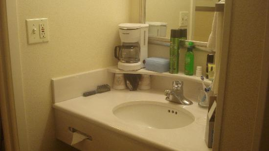 Courtyard by Marriott Basking Ridge: sink