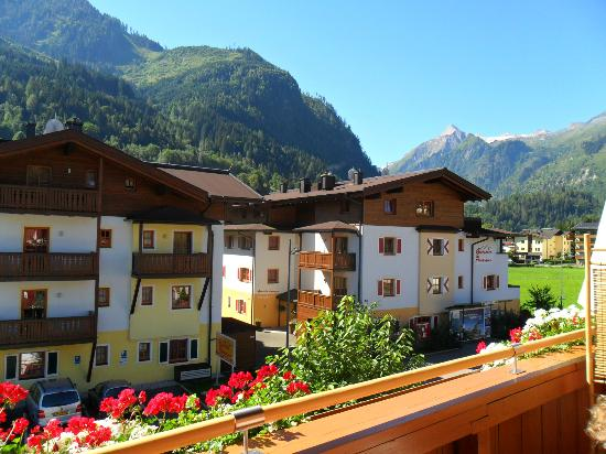 Haus Tirol Kaprun: view from the balcony to the main street