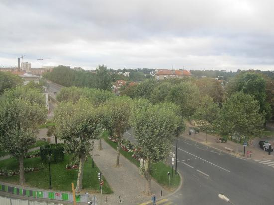 Kyriad Prestige Joinville Le Pont: View from Room 423