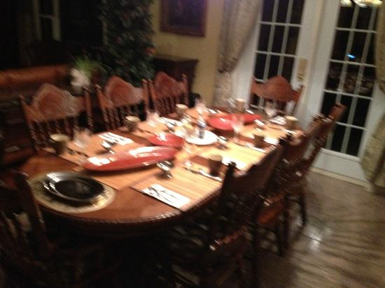 Spanish Room Manor : One of their beautiful dining rooms