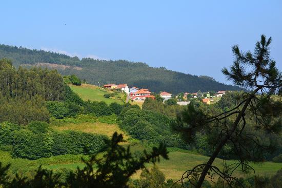 Hotel Montesomao: Somao desde el monte cercano