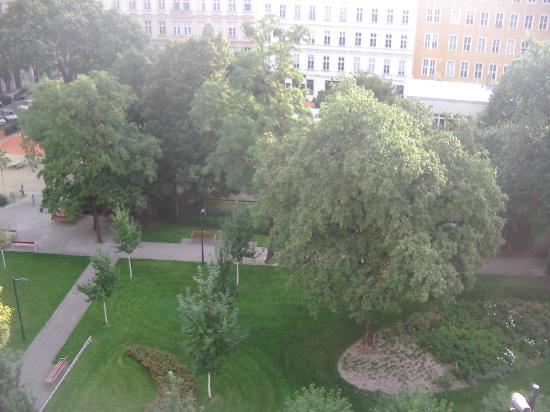 ‪‪K+K Palais Hotel‬: Rudolfspark View From 4th Floor Room‬