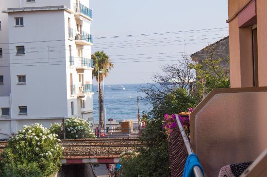 Hotel Villa Nina: Вид из балкона в сторону моря