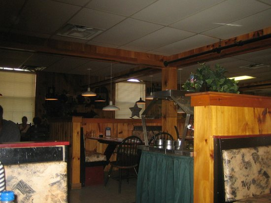 Peppermill Restaurant: Dining room and salad bar