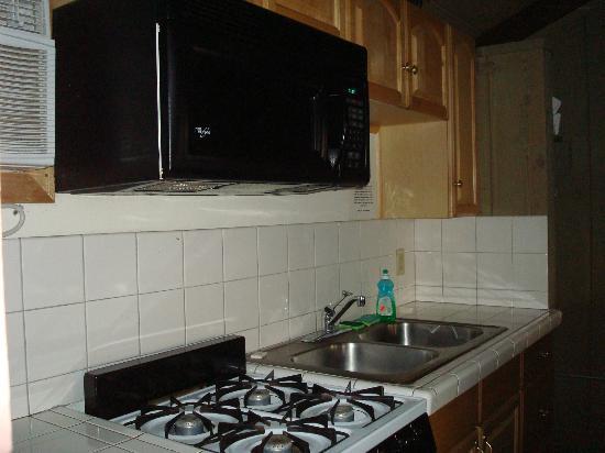 Bristlecone Manor Motel: Kitchen area Room 26