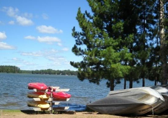 Cedaroma Lodge: Canoe, Kayak, Pedal & Fishing boats included