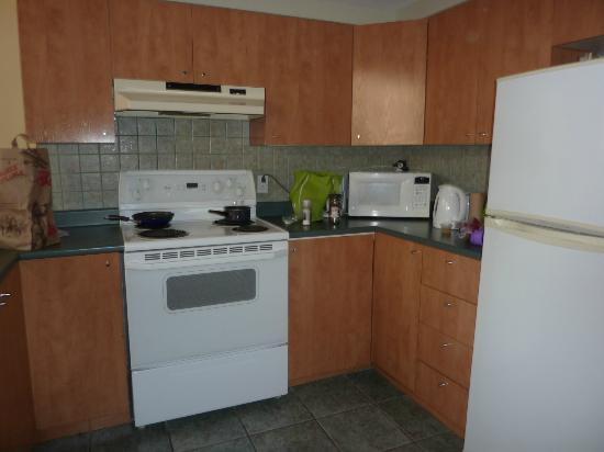 Habitation du Vieux Montreal : The fully equipped kitchen