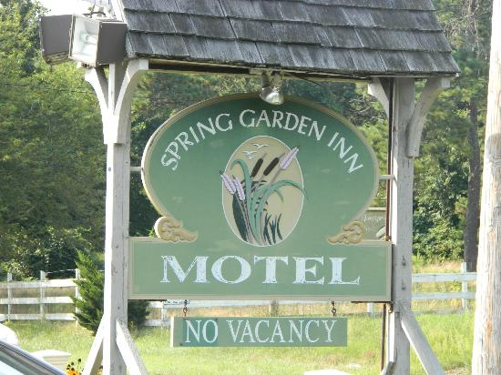 Spring Garden Inn Motel: the sign comes up quickly when traveling on 6A...don't miss it!