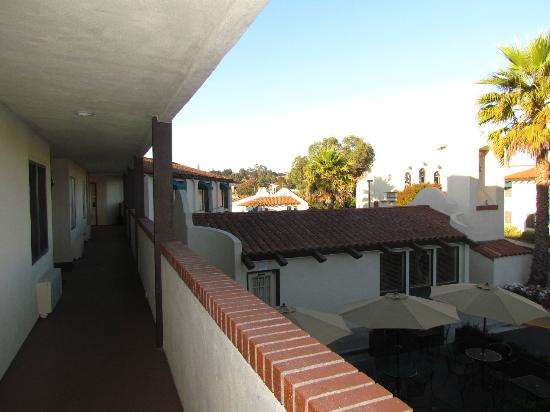 BEST WESTERN Casa Grande Inn: View from upside corridor