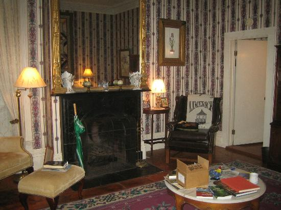 The Jeremiah Mason B&B: The common sitting room