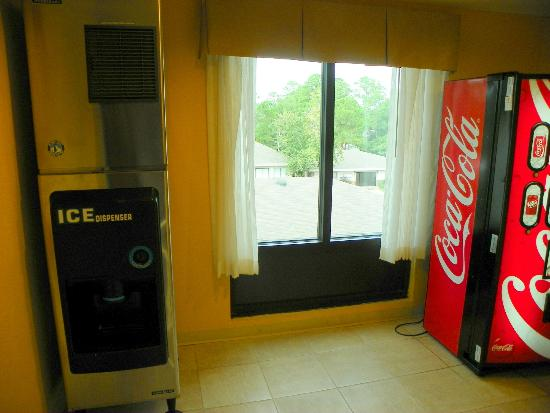 Holiday Inn Express Hotel & Suites Gulf Shores: Ice and Sodas available