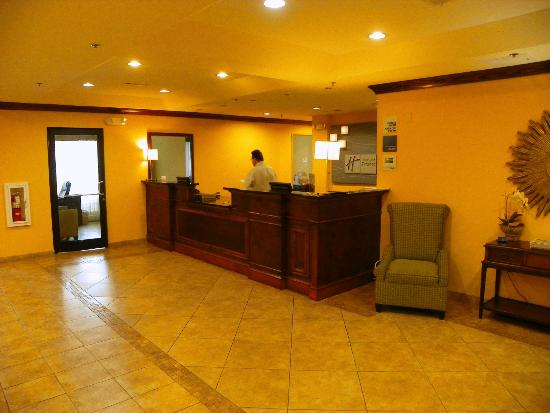 Holiday Inn Express Hotel & Suites Gulf Shores: Scott at the check-in desk
