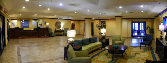 Holiday Inn Express Hotel & Suites Gulf Shores: Spacious Lobby