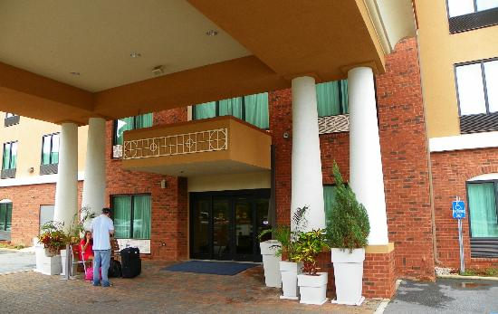 Holiday Inn Express Hotel & Suites Gulf Shores: Clean modern entrance