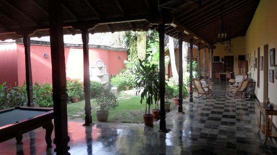 Hotel Casa Robleto: patio de la casa robleto
