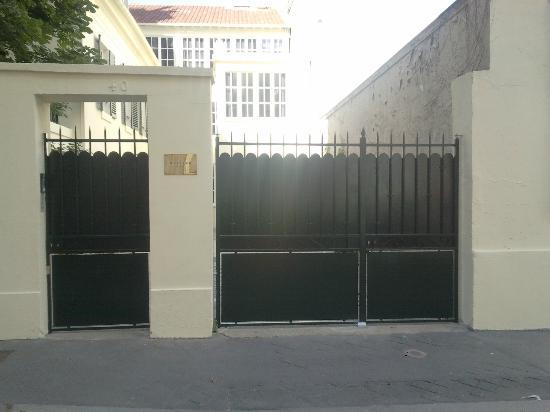 Helzear Montparnasse Rive Gauche: Outside the residency