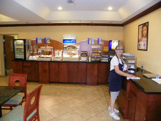 Holiday Inn Express Hotel & Suites Gulf Shores: Morning Breakfast Buffet