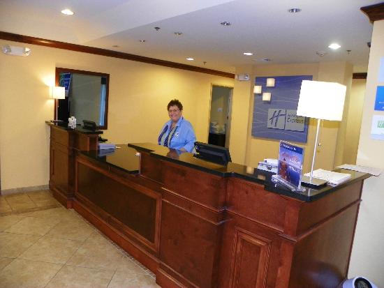 Holiday Inn Express Hotel & Suites Gulf Shores: Scott Crawford welcomes us like you are Family