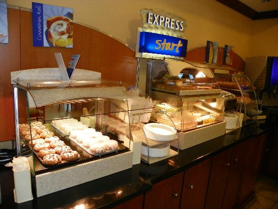 Holiday Inn Express Hotel & Suites Gulf Shores: Breakfast buffet