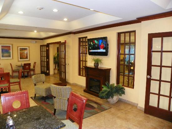 Holiday Inn Express Hotel & Suites Gulf Shores: Flat screen in the Dining area