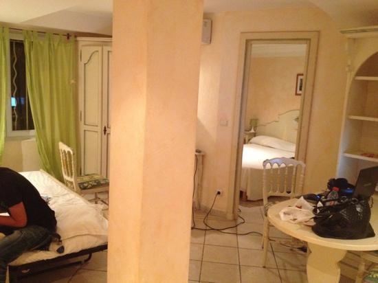 Hotel La Villa : La suite: très bien agencée ...
