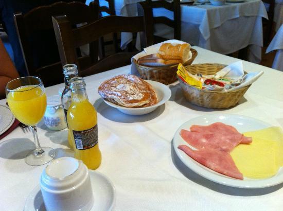 Hotel Esquirol: desayuno parte 2