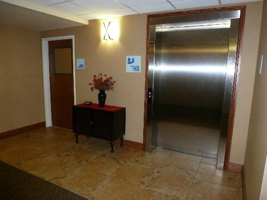 ‪‪Holiday Inn Express Hotel & Suites Lewisburg‬: The elevator on 2nd floor‬