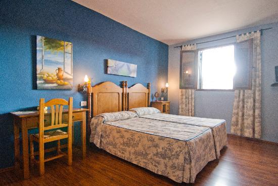 Hostatgeria Sant Jaume: Habitación con baño con bañera de hidromasaje