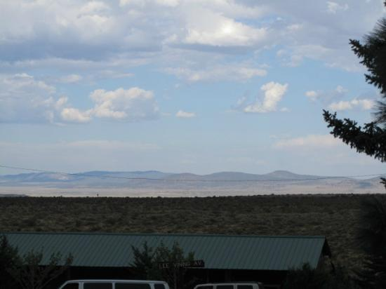 Lake View Lodge: View from balcony overlooking Mono Lake