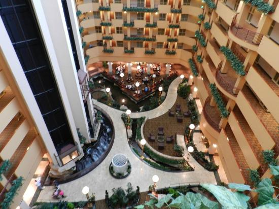 Embassy Suites by Hilton Portland Airport: Lobby and Dining Area