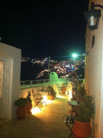 Archontiko Santorini: The view from the terrace at night