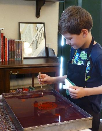 Caferaga Medresesi: Our son works on his ebru picture