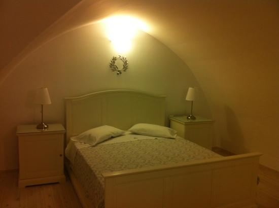 Archontiko Santorini: bedroom