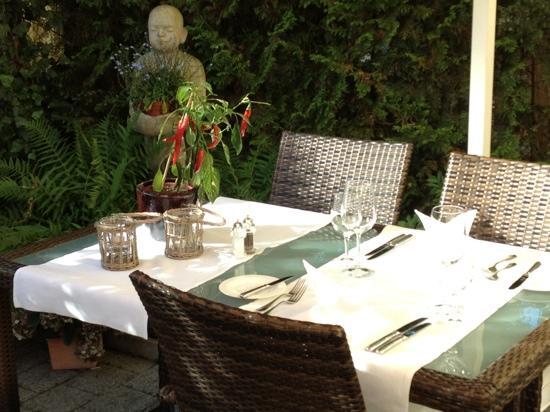 Restaurant Weisses Rössli: Garten im Hof