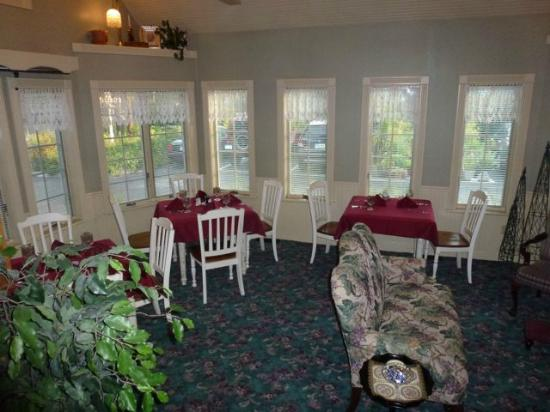 Yelton Manor Bed and Breakfast: One of the areas to eat breakfast 