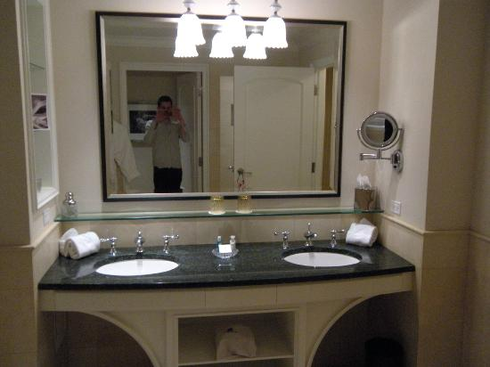 The Ritz-Carlton, Dallas: Restroom vanity