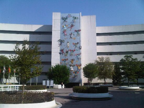 Instituto Tecnologico de Estudios Superiores de Monterrey (ITESM)