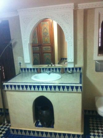 Dar Alhambra: basin