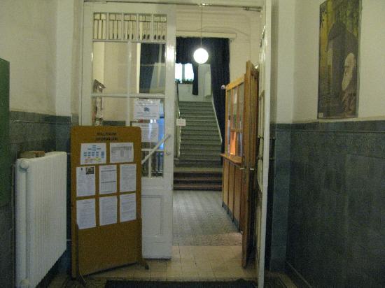 Budapest Banki Travellers Hostel: 簡単に出入り出来る入り口