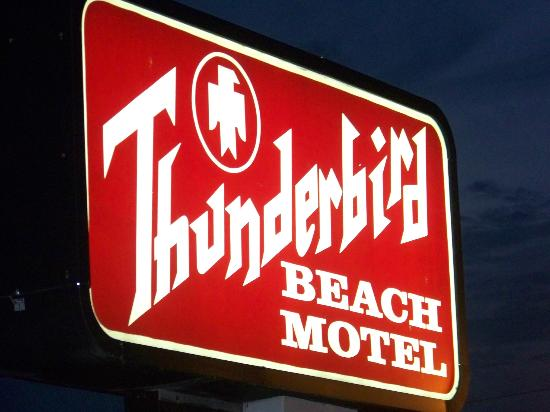 Thunderbird Beach Motel: The motel sign