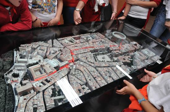 Museo del Encierro Museum: Model with map of the running of the bulls route