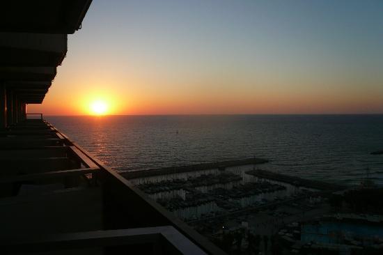Herods Tel Aviv: Sunset from our balcony. Breathtaking!