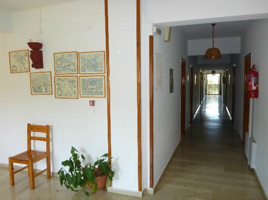 Hotel Patriarcheas: Hallway 