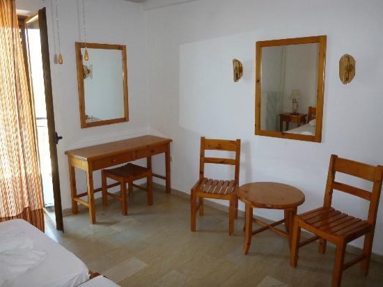 Hotel Patriarcheas: Clean bedroom 