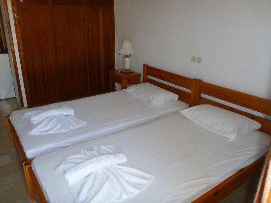 Hotel Patriarcheas: Clean Bedroom