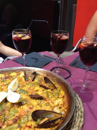 Living Barcelona 1925 : paella e sangria