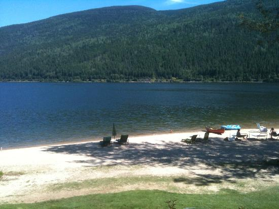 Willow Point Beach House B&B: Beach and Kootenay Lake